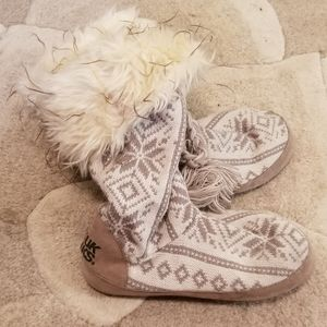 Muk Luks slippers large 8-9